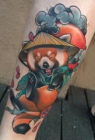 熊猫纹身 女生小腿上彩色的熊猫纹身图片
