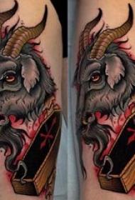 小山羊纹身 男生大腿上彩色的山羊纹身图片