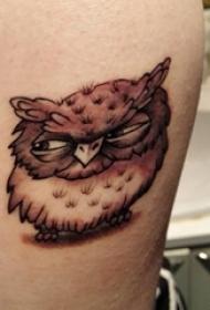 百乐动物纹身 女生手臂上黑灰的猫头鹰纹身图片