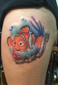 纹身卡通 女生大腿上彩色的小丑鱼纹身图片