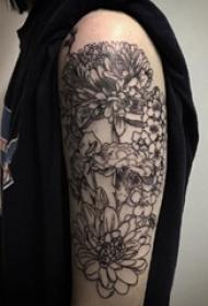 花朵纹身 男生手臂上简单线条纹身花朵图片