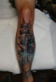 欧美小腿纹身 男生小腿上彩色的海盗船纹身图片