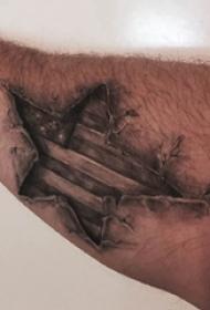 大五角星纹身 男生手臂上黑色的五角星纹身图片