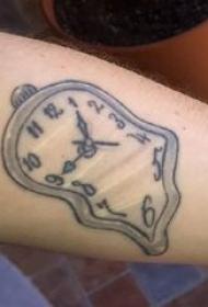 纹身钟表 男内行臂上黑灰纹身钟表纹身图片