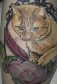 纹身大腿男 男生大腿上花朵和猫咪纹身图片