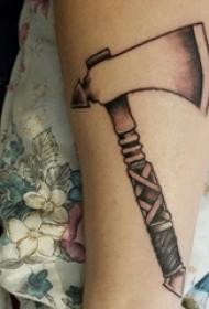 死神镰刀纹身图案 男生手臂上死神镰刀纹身图案