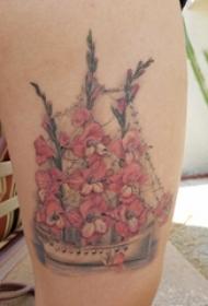大腿纹身图女 女生大腿上花朵和帆船纹身图片