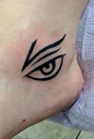 眼睛纹身 女生脚踝上黑色的眼睛纹身图片