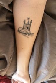 手臂纹身素材 女生手臂上黑色的建筑物纹身图片