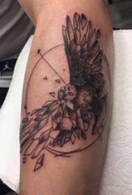 纹身老鹰图案 男生手臂上黑灰纹身老鹰图案
