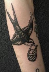 纹身燕子 女生手臂上小动物纹身燕子图片
