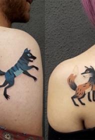 后肩纹身 情侣后肩上彩色的狼和狐狸纹身图片