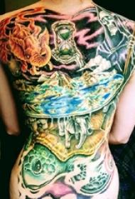 满背纹身女 女生满背彩色动物纹身图片