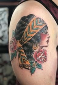 花朵人物纹身图案 男生大臂上彩色的花朵和人物肖像纹身图片