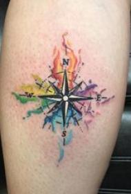 纹身指南针 男生小腿上彩色的指南针纹身图片