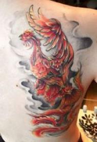 纹身火凤凰 男生后背上彩色的烽火凤凰纹身图片