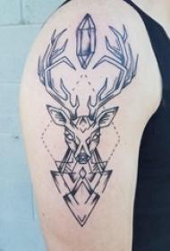 大臂纹身图 男生大臂上几何和鹿纹身图片
