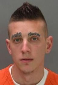 前卫个性眉毛纹身