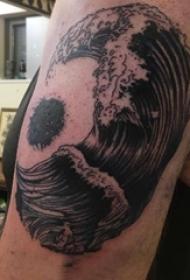 浪花纹身 男生手臂上浪花纹身图片