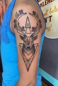 麋鹿纹身 男生手臂上麋鹿纹身图片