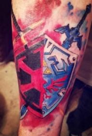 手臂纹身图片 男生手臂上彩色的盾牌纹身图片