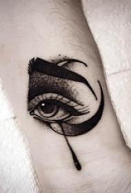 纹身黑色 男生手腕上黑色的眼睛纹身图片
