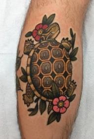 龟纹身 男生小腿上彩色的花朵和乌龟纹身图片