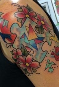 双大臂纹身 女生大臂上花朵和拼图纹身图片