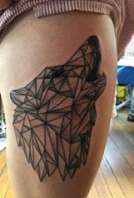 狼头纹身 图腾 女生大腿上黑色的狼头纹身图片