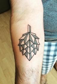 小叶子纹身 男生手臂上小叶子纹身图片