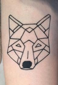 几何动物纹身 男生大腿上黑色的狐狸纹身图片