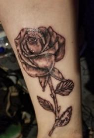 欧美玫瑰纹身 女生手臂上欧美玫瑰纹身图片