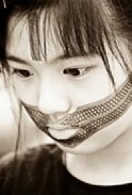 非主流个性唇部纹身