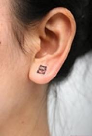 耳部艺术流行纹身