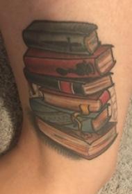 纹身书籍 男生大腿上彩色的书籍纹身图片