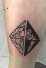 几何元素纹身 男生小腿上黑色的山水纹身图片