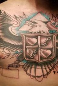 彩色老鹰纹身 男生胸部盾牌和老鹰纹身图片
