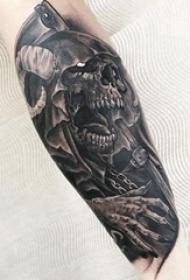 骷髅纹身 男生手臂上骷髅纹身点刺技巧图片