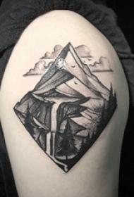 纹身风景 男生大臂上黑色的风景纹身图片