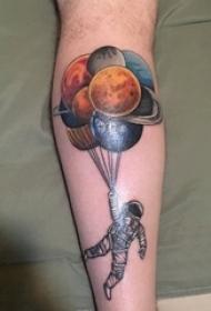 欧美小腿纹身 男生小腿上彩色气球和宇航员纹身图片