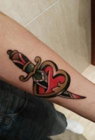 纹身心形 女生手臂上彩绘纹身心形纹身图片