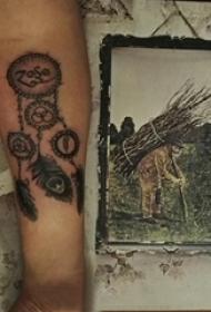 捕梦网纹身图片 男生手臂上捕梦网纹身图片