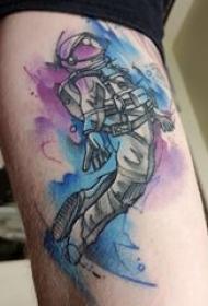 宇航员纹身图案 男生手臂上彩色的宇航员纹身图片