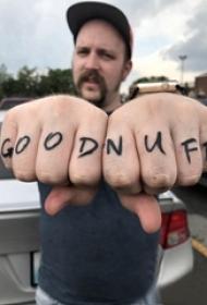 手指字母纹身 男生手指上个性的字母纹身图片