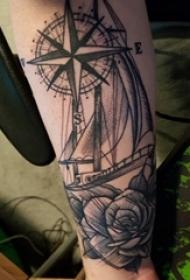帆船纹身 男生手臂上帆船纹身指南针图片