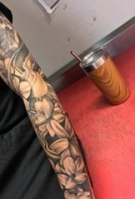 花朵纹身 女生手臂上文艺花朵纹身图片