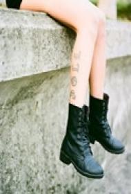 时尚精品腿部纹身