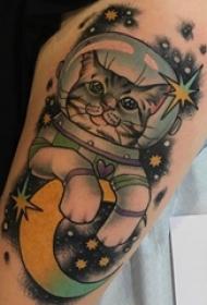 小猫咪纹身 女生手臂上小清新猫咪纹身图片