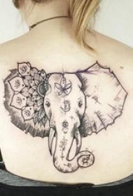 象纹身 女生后背上黑色的象纹身图片