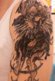 文艺花朵纹身 男生手臂上几何花朵纹身图案
